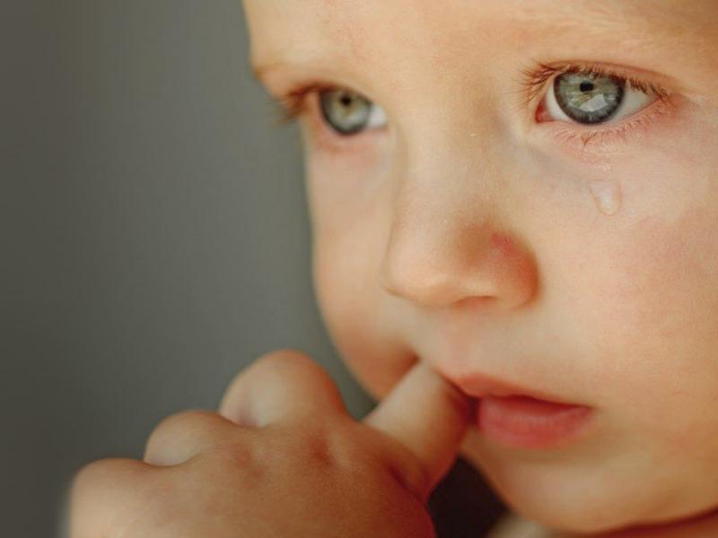 Bambino con lacrima